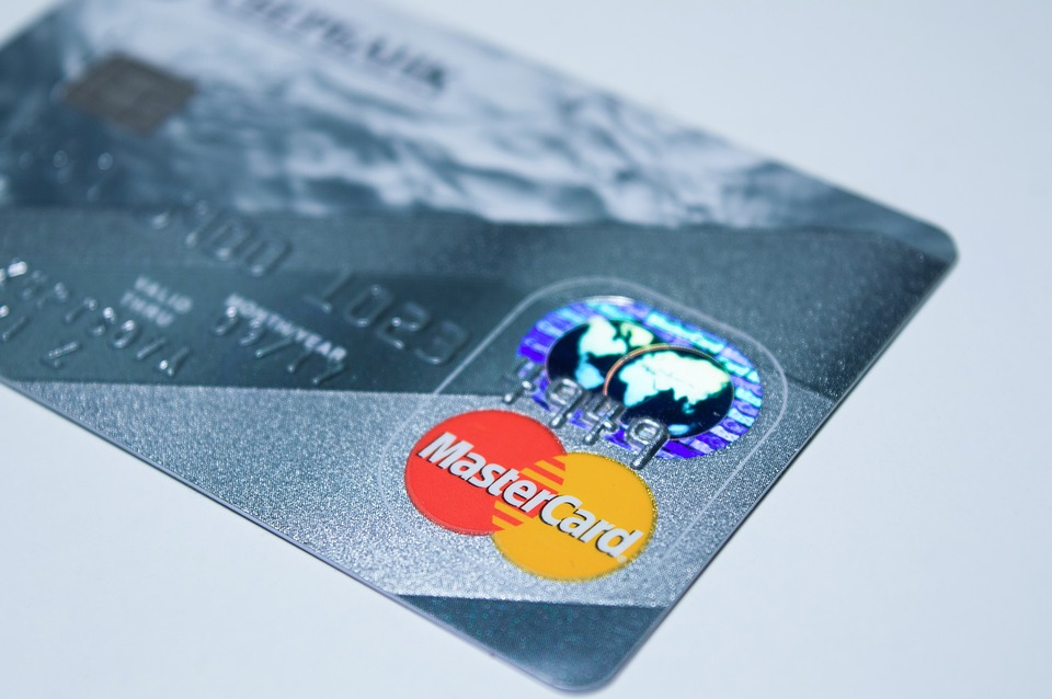 diferencias entre tarjetas bancarias: tarjeta de credito y tarjeta de debito